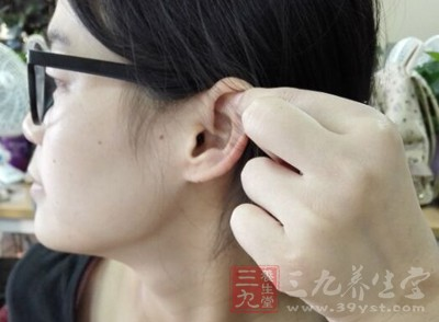 耳垂里有硬疙瘩 这样治疗耳垂里的硬疙瘩
