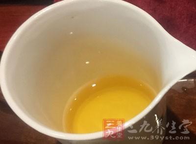 如果表现为怕冷、流鼻涕,再喝凉茶极易加重症状,不利于感冒的治愈