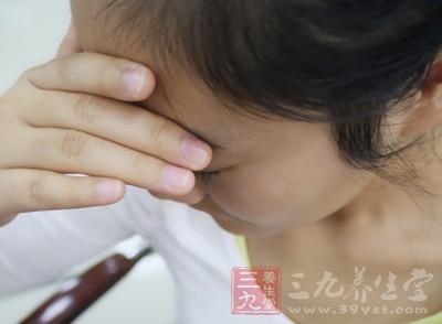 更年期女性常常出面面部潮红、出汗、眩晕、精神激动