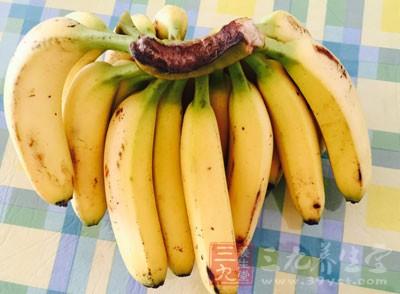用氨水催熟用氨水或二氧化硫催熟,这种香蕉表皮嫩黄好看
