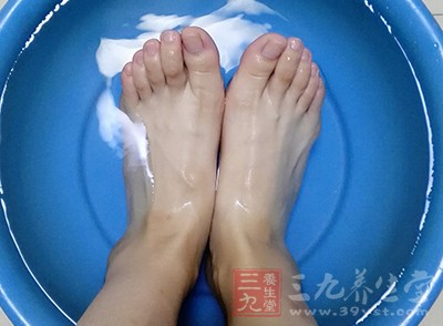 泡脚的好处 常做这事对人体益处多多