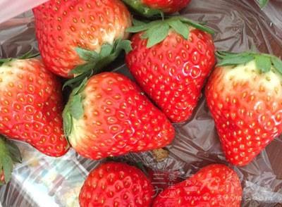 草莓是不可忽略的排毒水果,热量不高,而且又含有维生素C