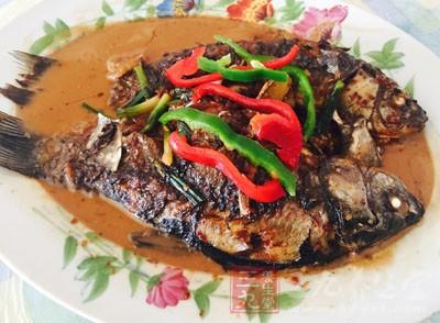 中午吃一点海鲜,对我们的身体是有很大的好处的