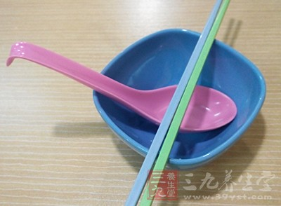 仿瓷碗的危害 这种甲醛餐具市面上到处都是