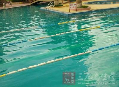 游泳的好处 男人在水里做竟有无限好处