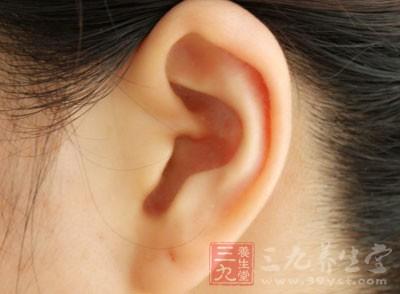 内耳炎症叫迷路炎,常由慢性中耳炎并发,通常都是化脓性炎症