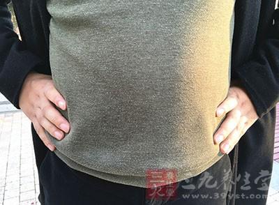 揉腹部首先是以肚脐为中心点