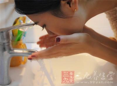 增加洗脸的次数,早/午/傍晚/睡前共四次洗脸