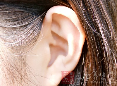 耳垂上出現對角線折痕,可能是冠狀動脈阻塞