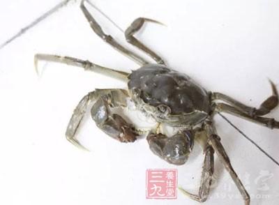有时候,在我们把河蟹买回来或者抓回来的路程中,它就死掉了