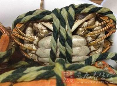 也可以直接将绑好的河蟹放置在阴凉处,这样可以保存3天左右的时间