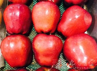 吃苹果的好处 每天一个苹果一年后人竟变成这样