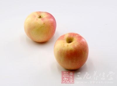 多食新鲜蔬菜、水果及其它富含纤维素的食物,如香蕉、苹果、红薯等