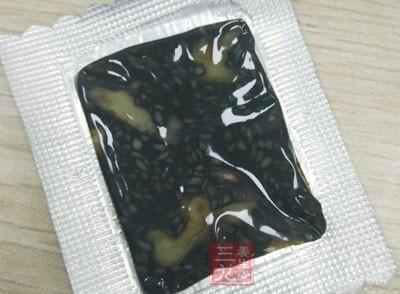 一般阿胶都是原料,不能直接食用,需要加工做成药膳服用