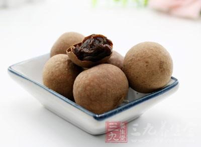 桂圆肉12~15克,莲子(去心)12克,芡实10克,茯神9克,盐适量