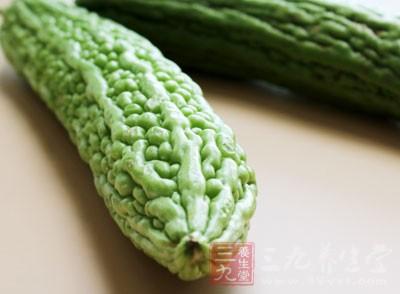 苦瓜100克,紫菜20克,墨鱼100克