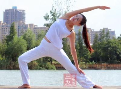 阴瑜伽重点作用于下三轮,即根轮、腹轮、脐轮