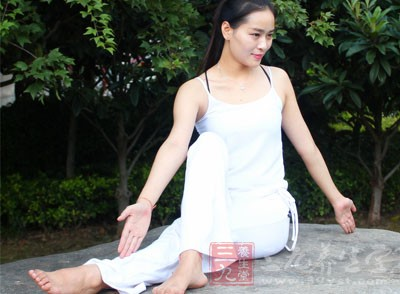 瑜伽入门 练好这动作瑜伽轻松入门