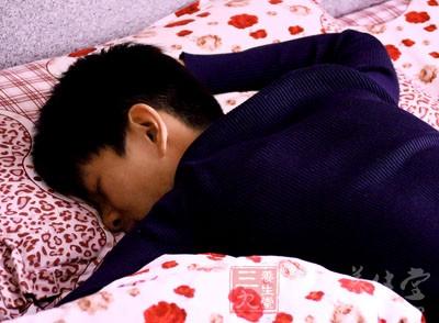 乏力看似是累了,却可能是一些大病的征兆