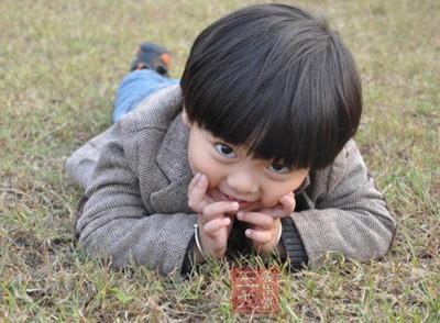孩子长时间盯着屏幕,眼睛得不到休息,晶状体的弹性必然会受到影响
