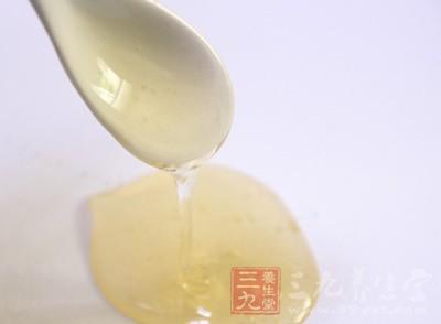 蜂蜜1匙,温开水1小杯冲服,每日晨起空腹即饮