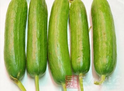 黄瓜是一种很好的食物,不仅能吃,还能当做面膜敷脸