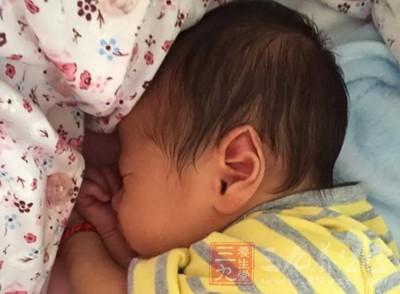 小孩睡觉出汗是怎么回事