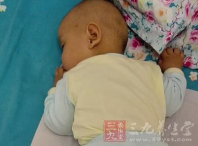 宝宝睡觉头出汗 可能的原因是什么(2)
