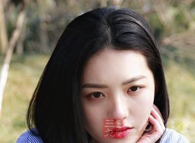 化妆能修饰脸部的一些缺点和瑕疵