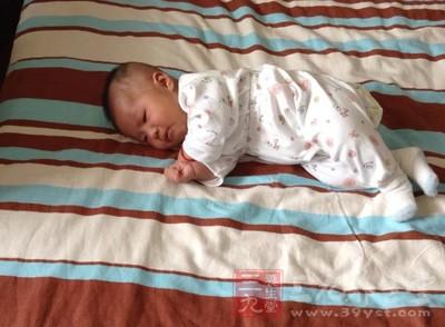 所谓生理性多汗,是指孩子发育良好,身体健康,无任何疾病引起的睡眠中出汗