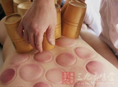 某些人出现的身体局部组织损伤,通过拔罐也能有效减轻疼痛