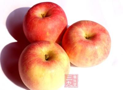 苹果具有矿物质和维生素,所含的纤维、抗氧化剂和类黄酮均有助于保护心血管健康