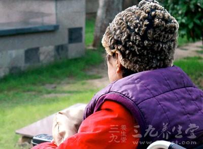 八九十岁的老人,平时什么病都没有,就是变天后着凉得了肺炎