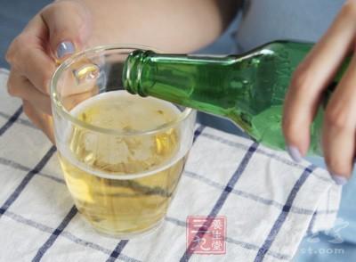 那么我们该如何正确认识啤酒与人体健康的关系呢