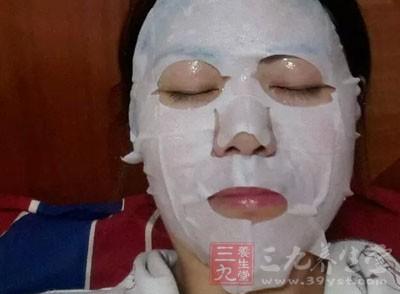 但是化妆品,不管是护肤品还是彩妆用品,都容易受到细菌的入侵