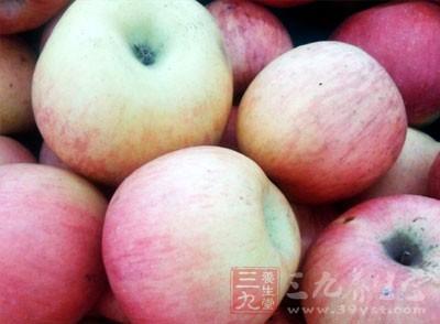 去痘印的小偏方一:苹果去痘印