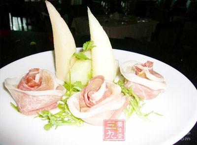 主菜以肉类,鱼类以及豆类等蛋白质含量丰富的食物为主