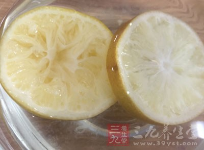 柠檬:含大量的维生素C和果酸