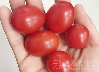 涂番茄汁 收缩毛孔