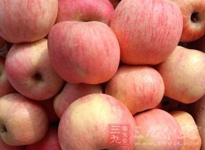 等苹果凉到不烫嘴时即可享用了