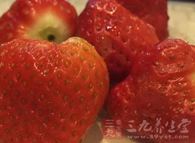 草莓是又红又大
