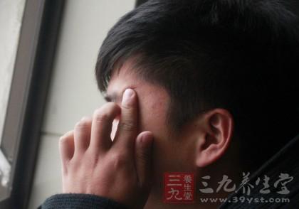 身边无人时,若头晕症状得不到缓解,很有可能就会晕倒在地无人知晓