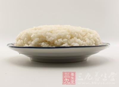 大米饭除了能充饥,同时其还含有丰富的碳水化合物
