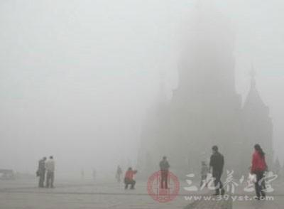冷空气带来北方雾霾 武汉工地停工一天