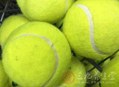 打网球如何护膝 哪些细节打网球时需注意