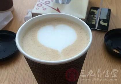 早起后不宜饮用咖啡浓茶等 那么开水可以饮用吗