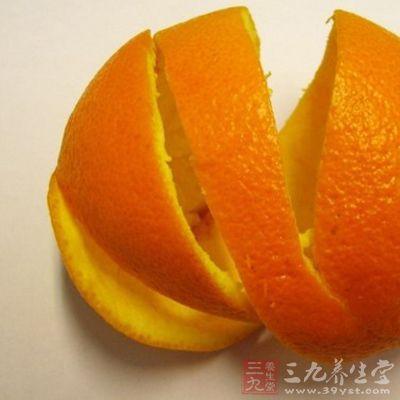 鱼刺鲠喉时,可剥取橙皮,块窄一点,含着慢慢咽下,可化解鱼骨