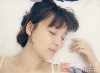 很多女性认为睡眠不足只是影响皮肤状态