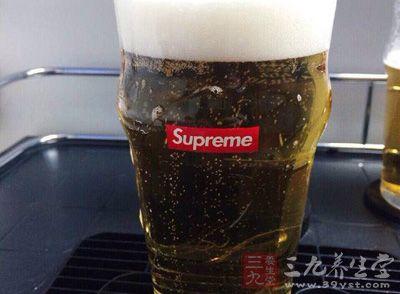 吃了腌熏食品后喝啤酒,会导致致癌、消费疾病问题