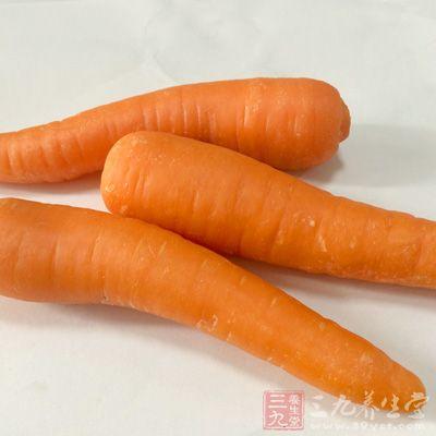 要多吃胡萝卜、韭菜、鳗鱼等富含维生素A的食物